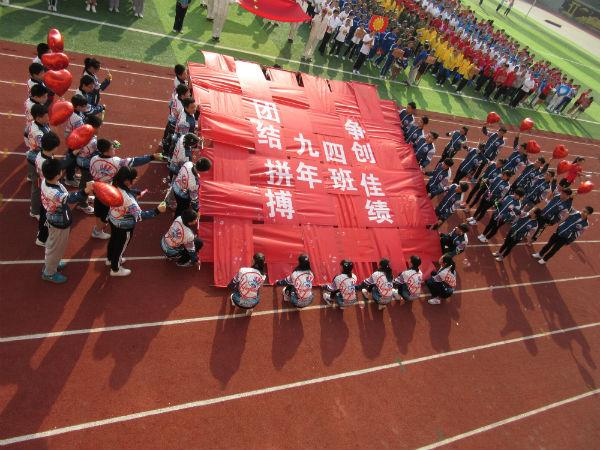 """郑州45中运动会入场式""""很惊艳"""" 创意十足""""蛮拼的""""图片"""